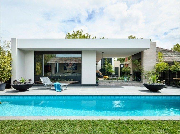 oasis moderno jardin piscina macetas negras ideas