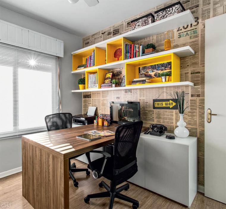 oficina moderna pared forrada periodicos
