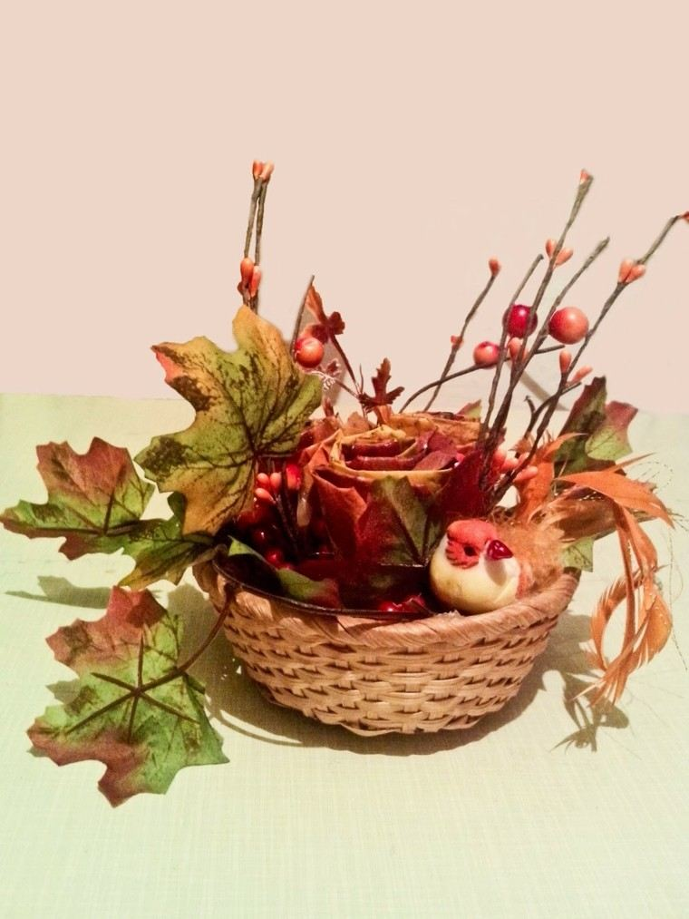 otono hojas secas arbol cesto decorativo pollo ideas