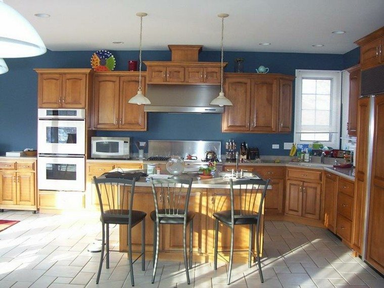 Cocinas pintadas con los colores de moda 50 ideas for Dark blue kitchen paint