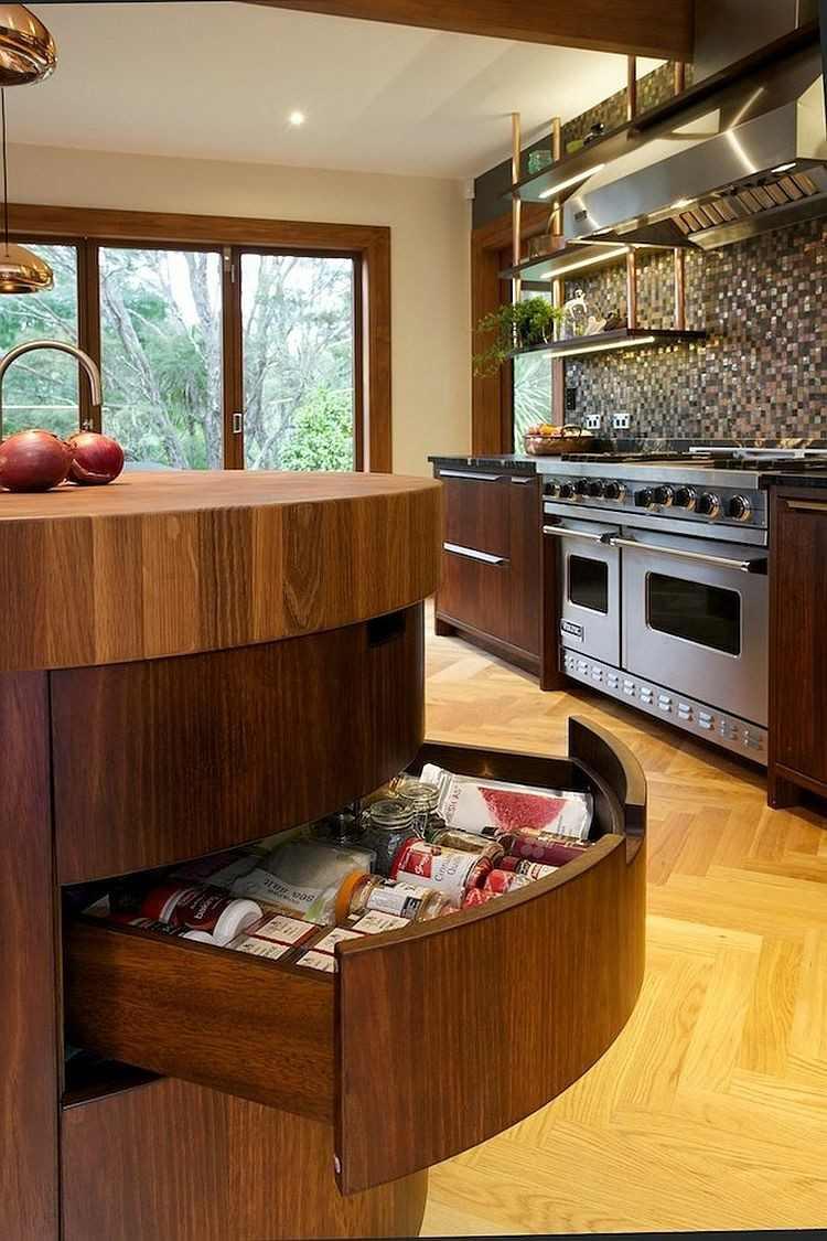 pared mosaico isla madera cocina cajones esquineros ideas