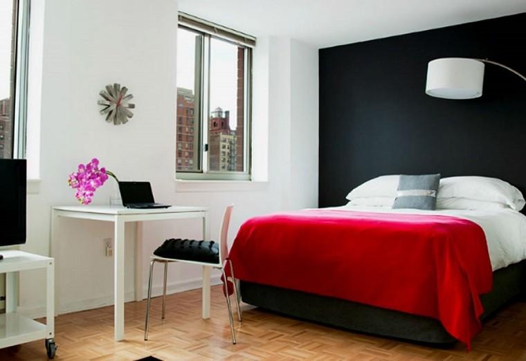 dormitorio moderno pared negra colcha roja