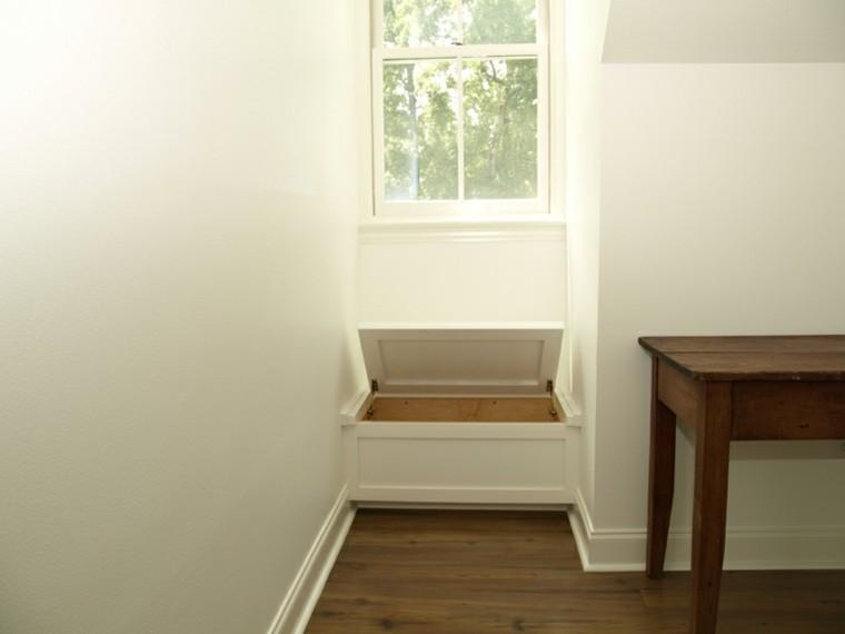 pequeño asiento integrado ventana baul