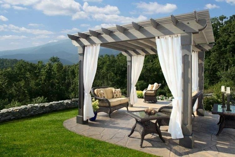 pergola color gris madera cortinas