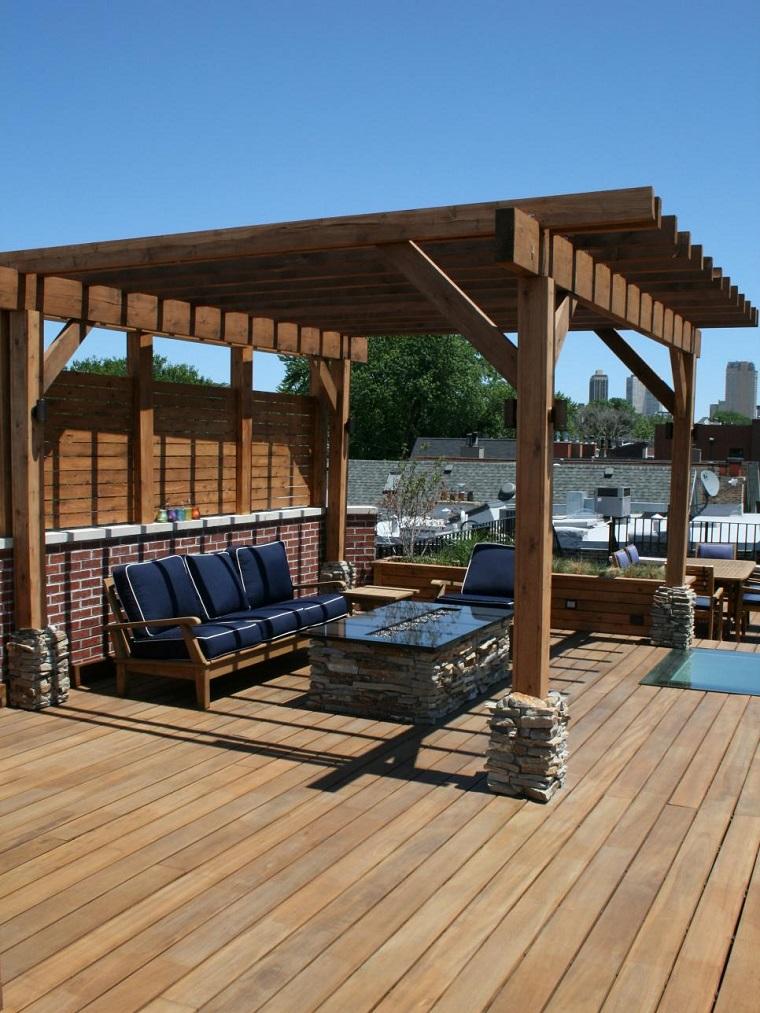 pergola suelo madera sofa cojines azules moderno ideas