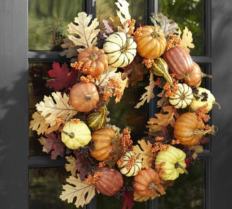 peuqenas calavazas hojas secas arbol decorativas puerta casa ideas