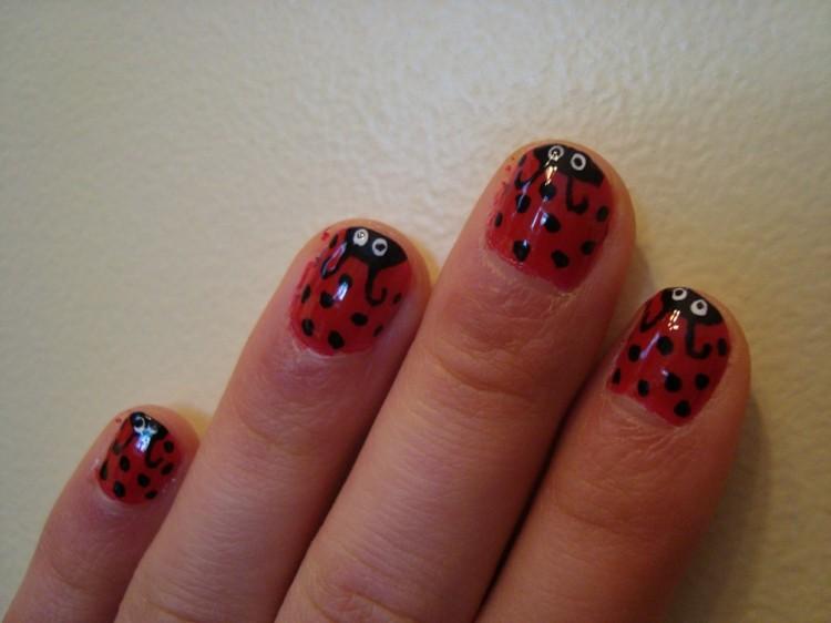 pintura uñas formas mariquitas rojas