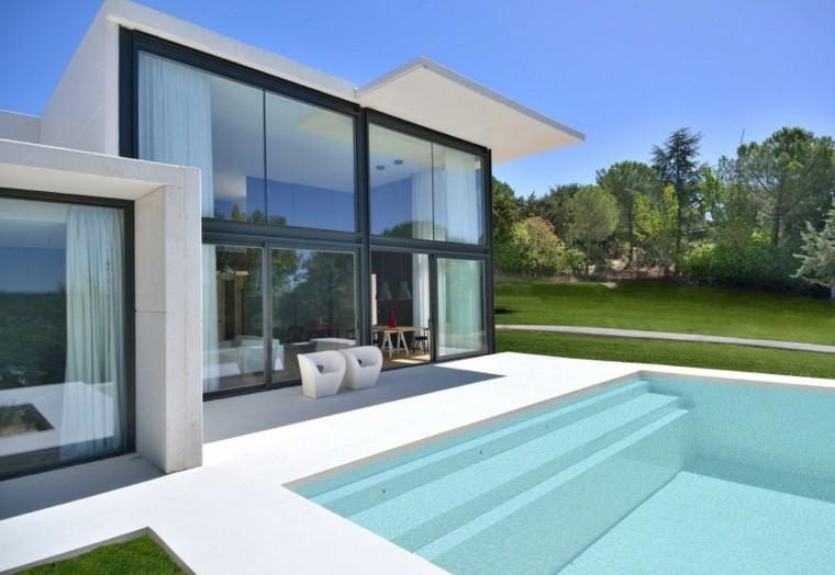 pisicna casa moderna jardin sillones blancos ideas