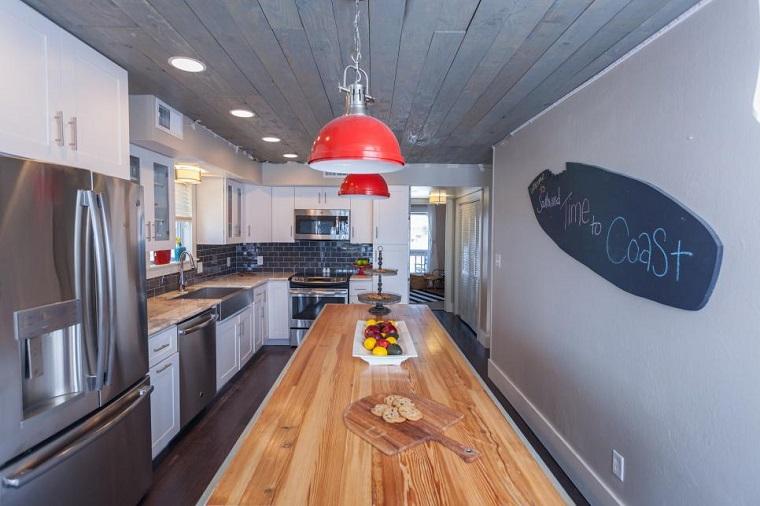 pizarra forma tabla surf decorando pared cocina ideas