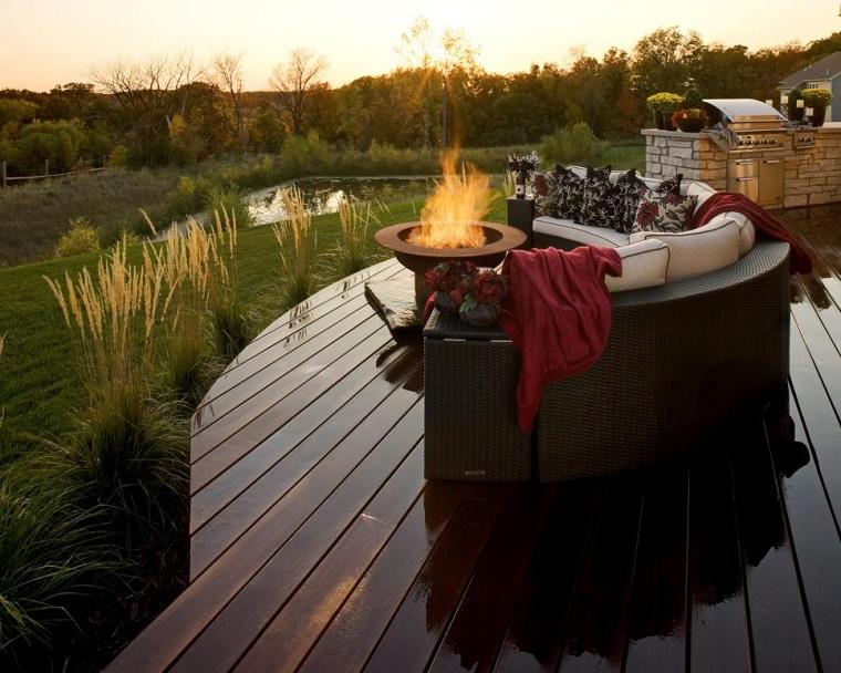 plato fuego terraza suelo madera muebles rattan ideas