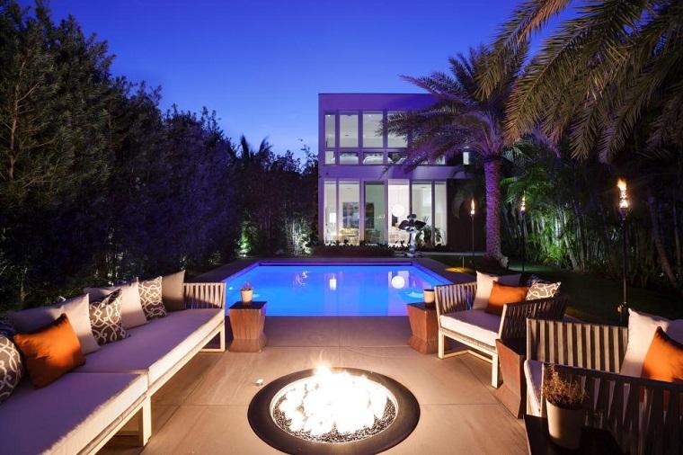 fuego jardin diseno moderno piscina palmeras ideas