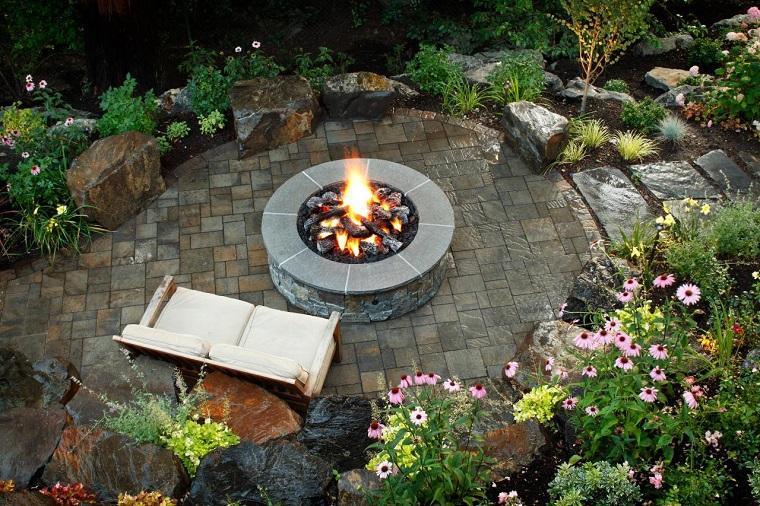 pozo fuego jardin diseno sofa plantas piedras ideas