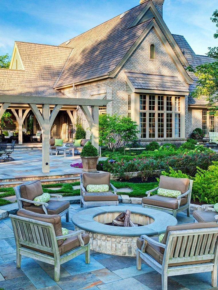 pozo fuego redondo sillones cojines beige jardin moderno ideas