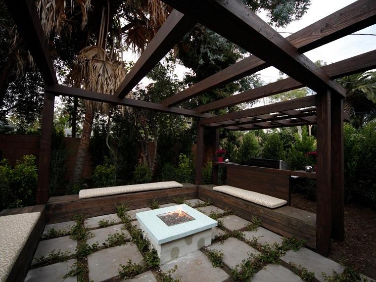 pozo pergola madera losas grandes lugar fuego moderno ideas