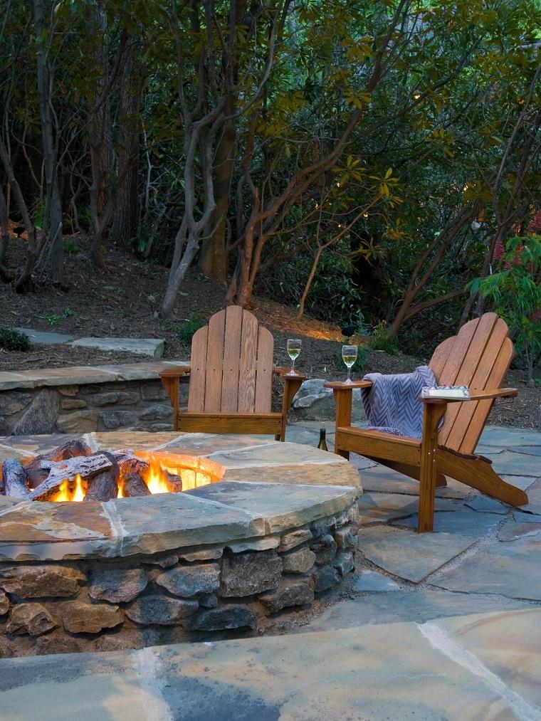 pozo piedra sillones teca losas piedra grandes jardin ideas