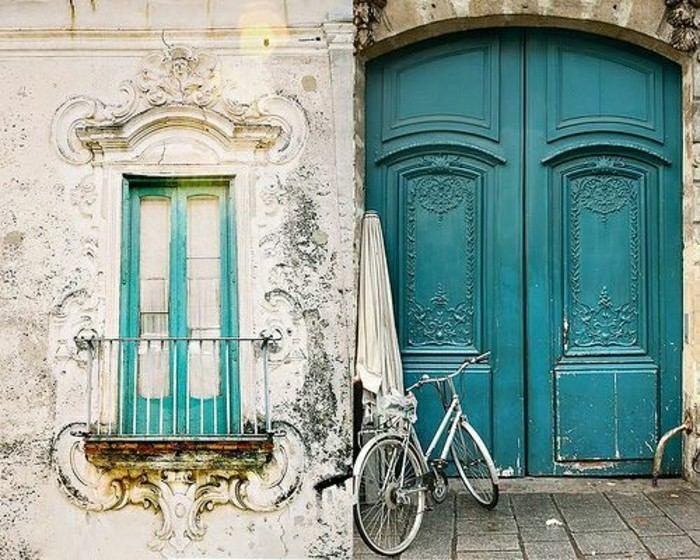 puerta antigua color verde agua