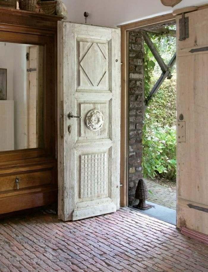 puerta antigua estilo clasico beige