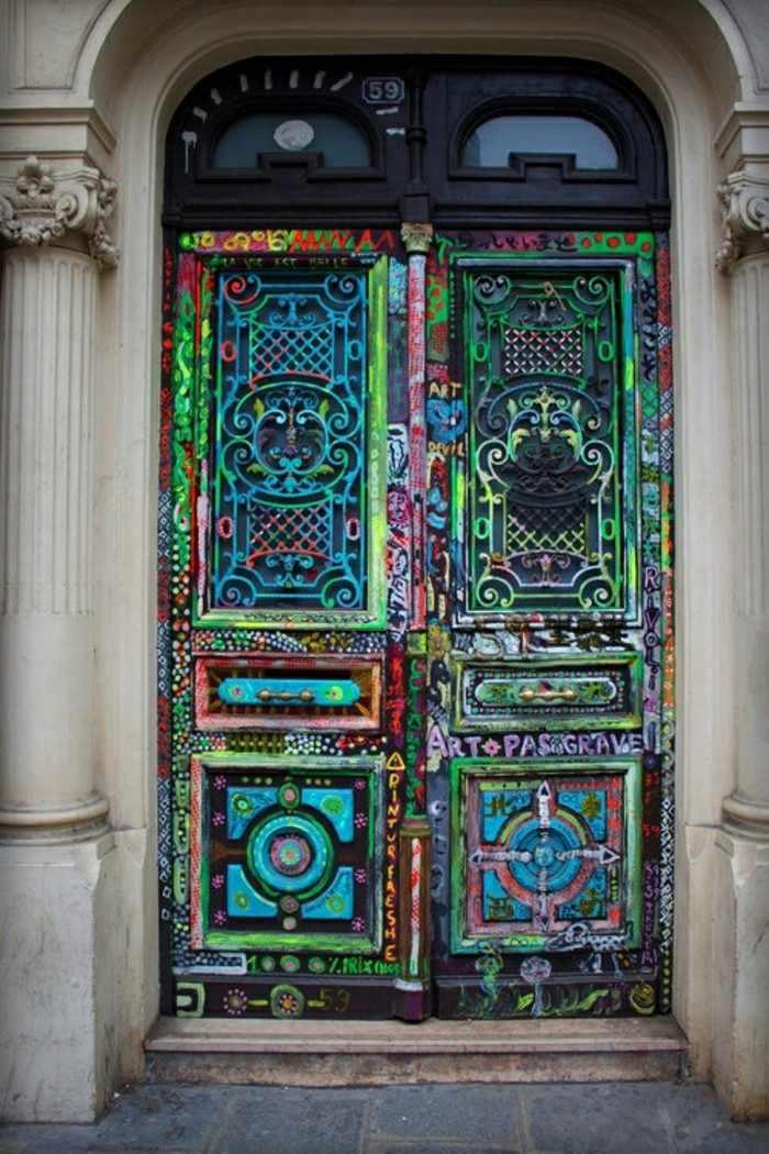 puerta casa antigua muchos colores