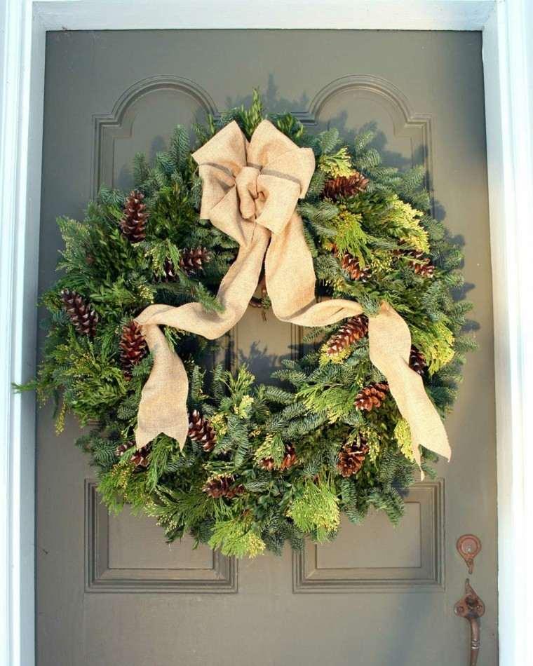 puerta decorada guirnalda navidad lazo