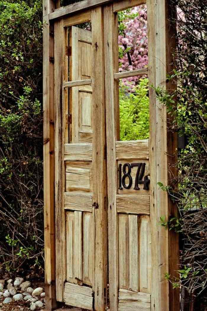 puerta madera antigua año 1874