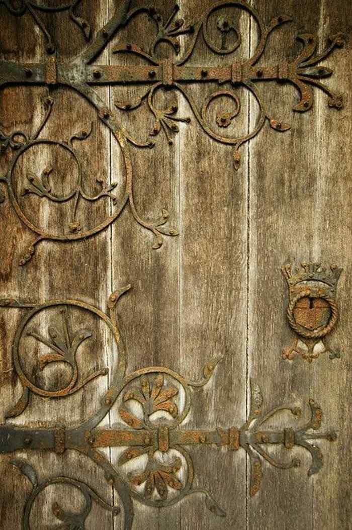 puerta madera motivos vegetales tallados