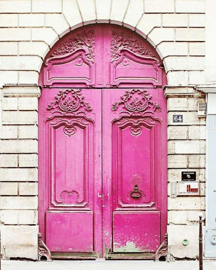 puerta madera pintada color rosa