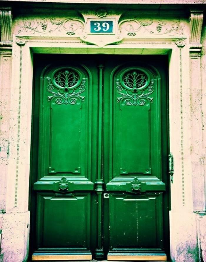 puerta madera pintada color verde