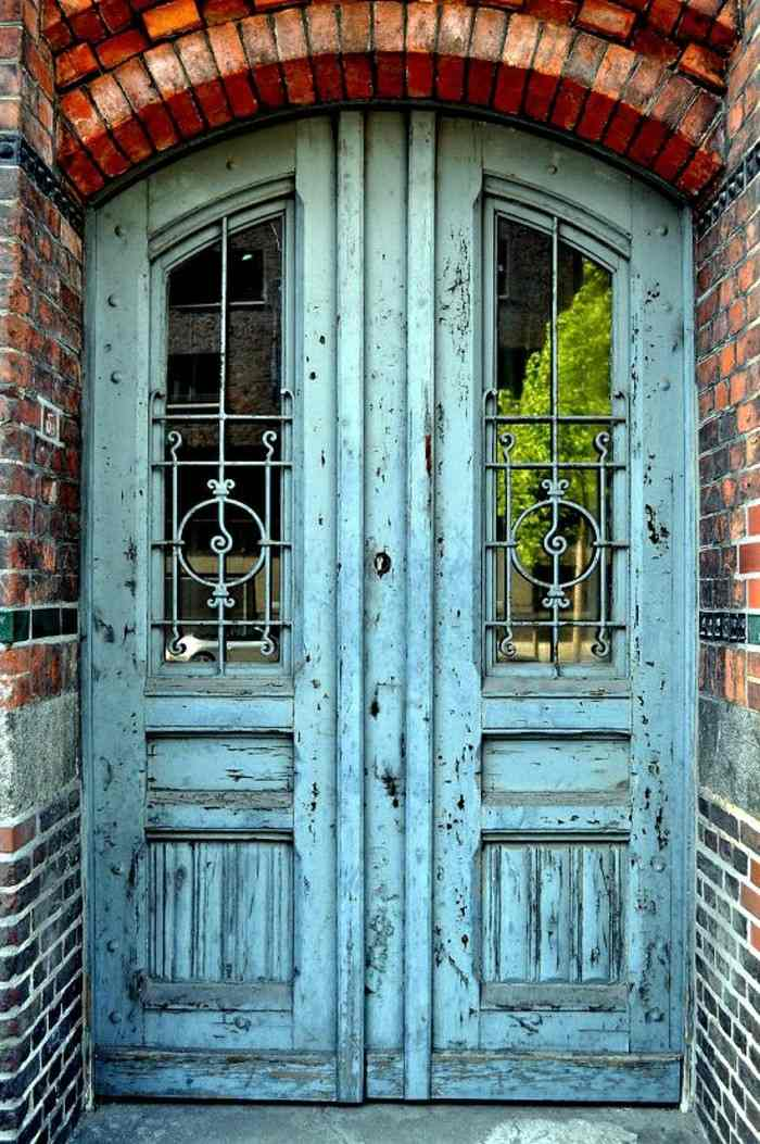 Puertas de entrada de casas antiguas 25 dise os for Casas modernas con puertas antiguas