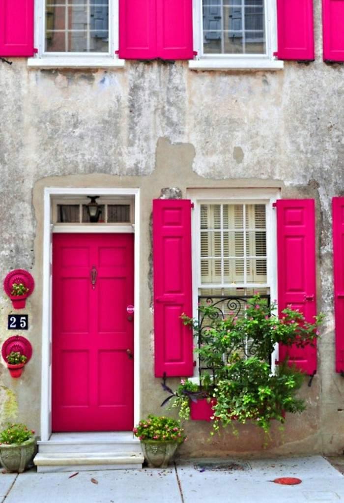 puertas persianas color rosa magenta