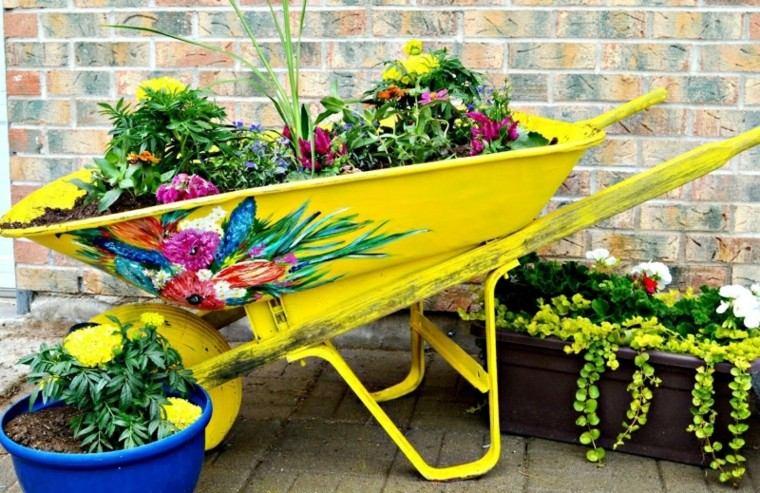 Reciclaje creativo 50 ideas geniales para un patio diferente for Reciclaje para jardin