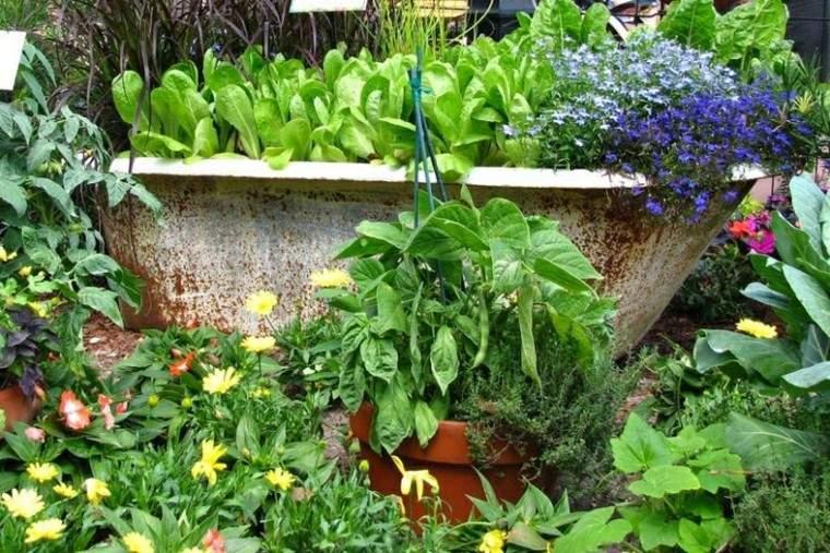 reciclaje creativo bañera esmaltada flores