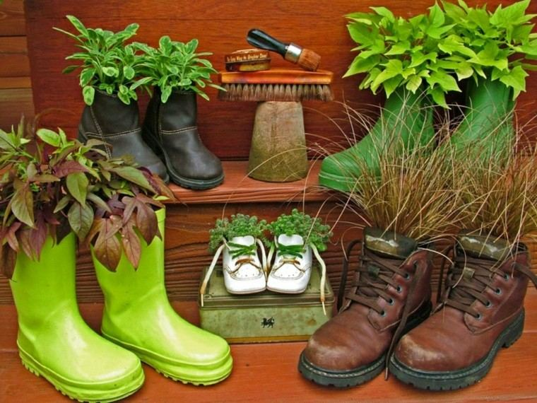 reciclaje creativo botas viejas colores