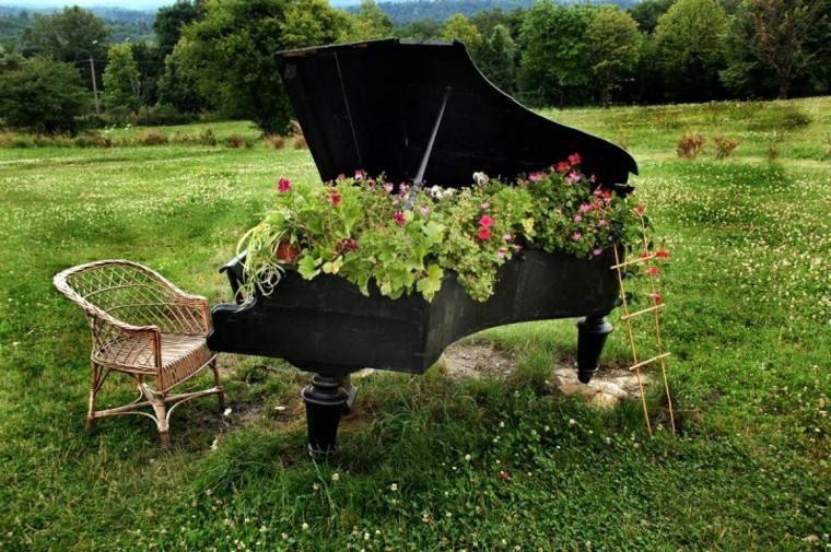 reciclaje creativo piano negro sillon