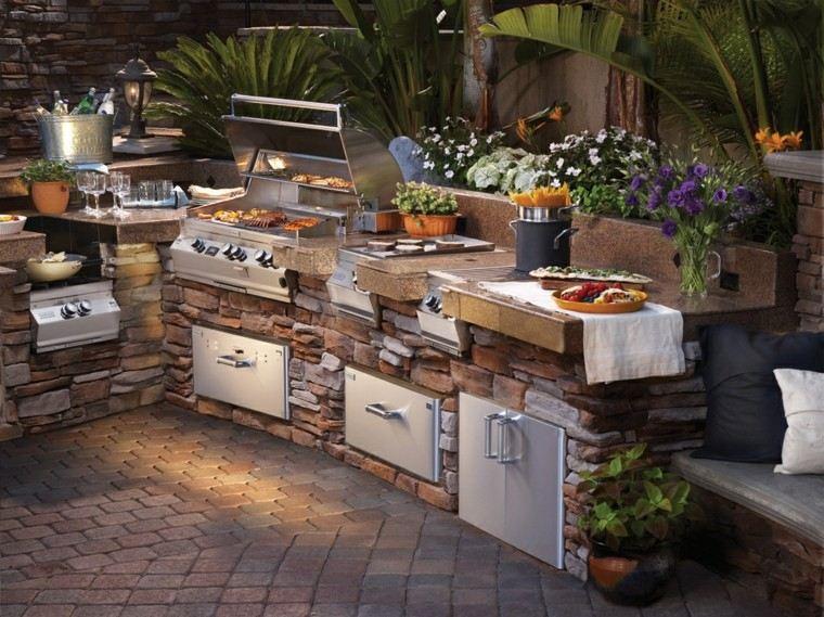 refugio perfecto verano cocina exterior flores piedra ideas