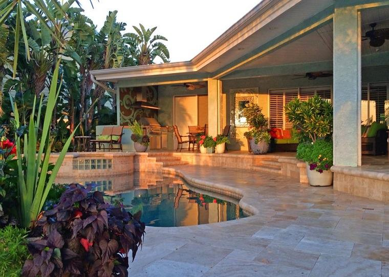 refugio perfecto verano cocina exterior mesa piscina plantas ideas