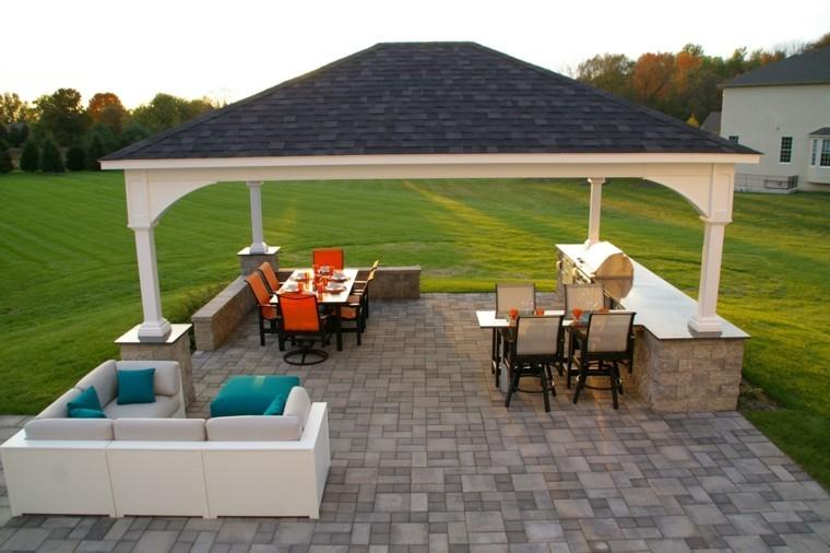 refugio perfecto verano cocina exterior mesa sillas naranja ideas
