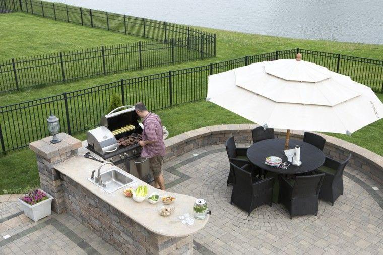 refugio perfecto verano cocina exterior mesa sillas negras ideas