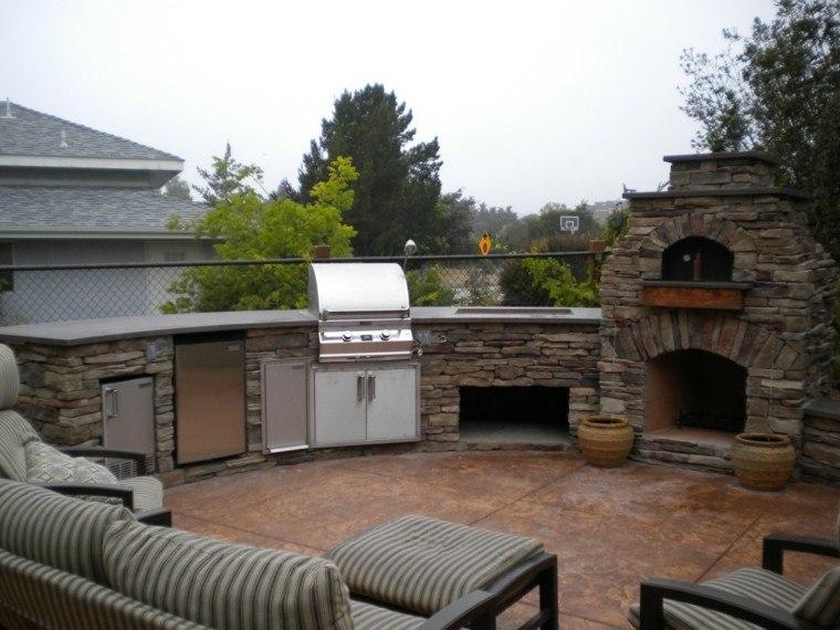 refugio perfecto verano cocina exterior sillones chimenea ideas