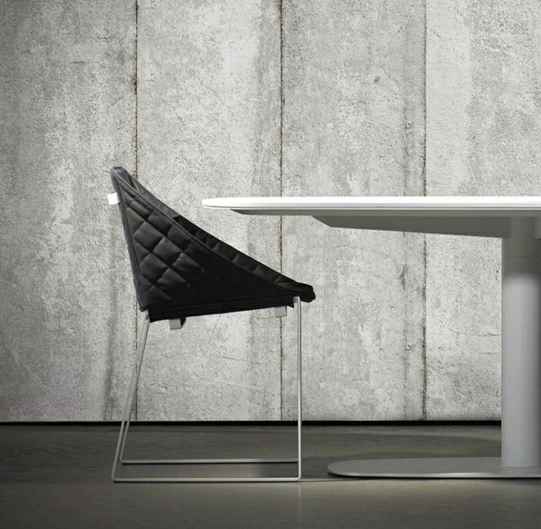 revestimiento paredes cemento silla negra