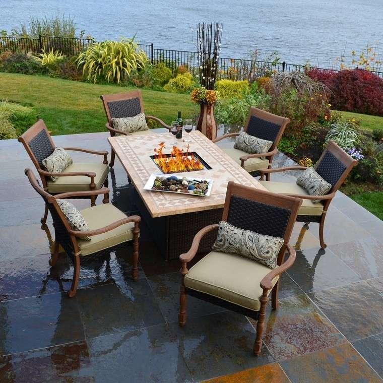 Pozo o plato de fuego y muebles modernos en el jard n for Cojines sillas jardin