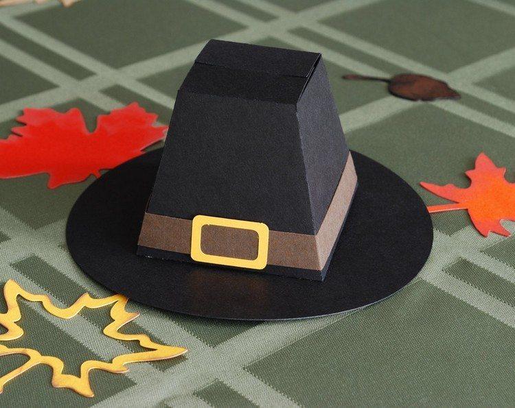 sombrero mesa hojas negro mantel