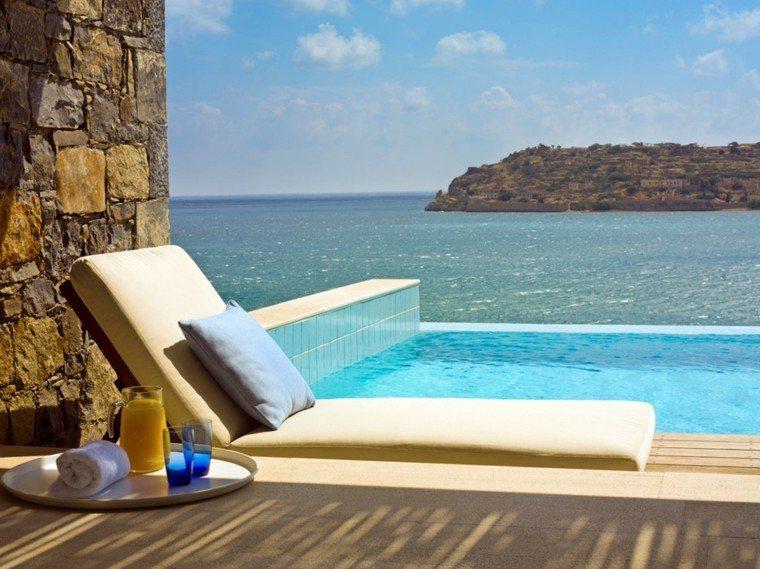 suelo terraza baldosas piscina azulejos