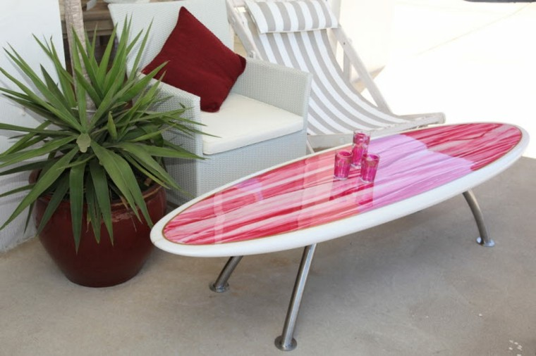tabla surf decorando color rosa mesa salon moderno ideas