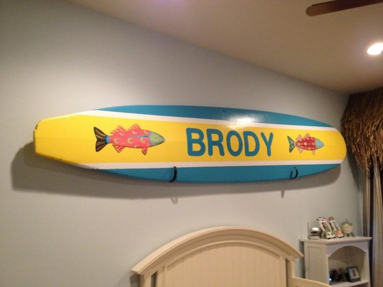 tabla surf decorando pared dormitorio nombre ideas