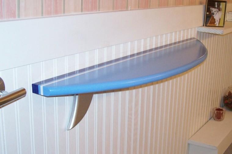 Tabla de surf para decorar la casa ideas muy originales - Estanterias originales de pared ...