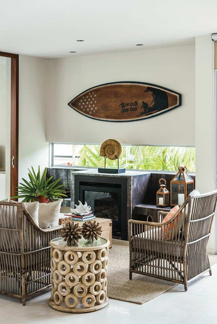 tabla surf decorando salon moderno sillas bambu ideas