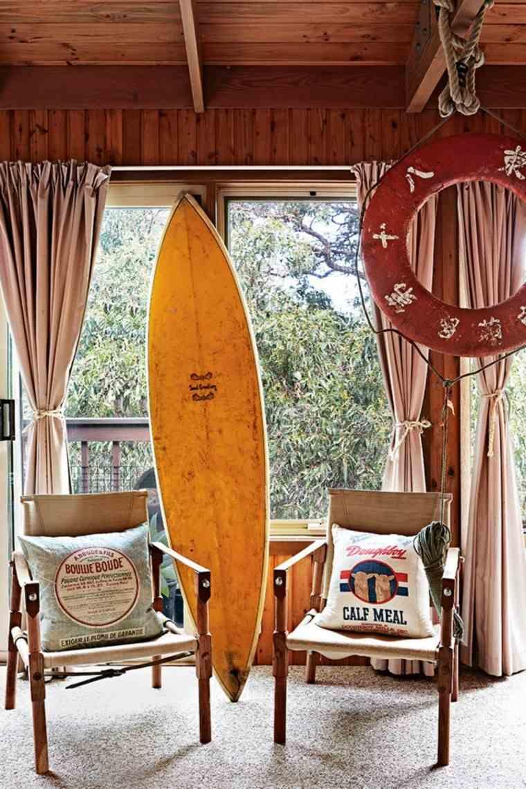 tabla surf decorando veranda sillas cojines cortinas ideas