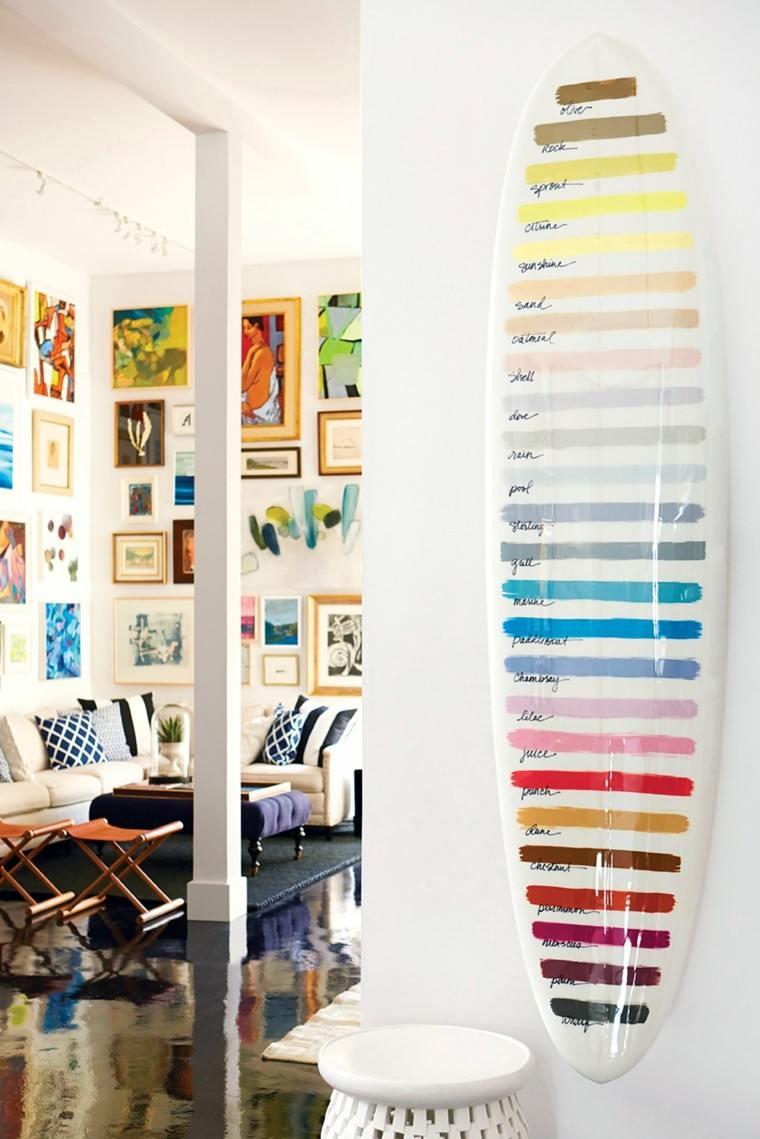 tablas de surf decorar salon colores vibrantes ideas
