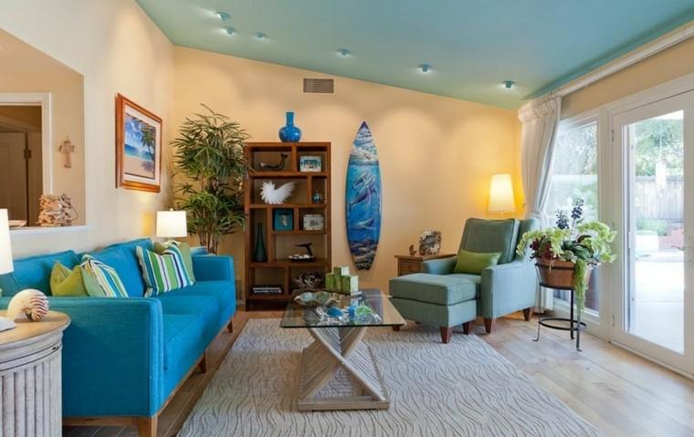 tabla de surf decorar salon moderno sofa azul ideas