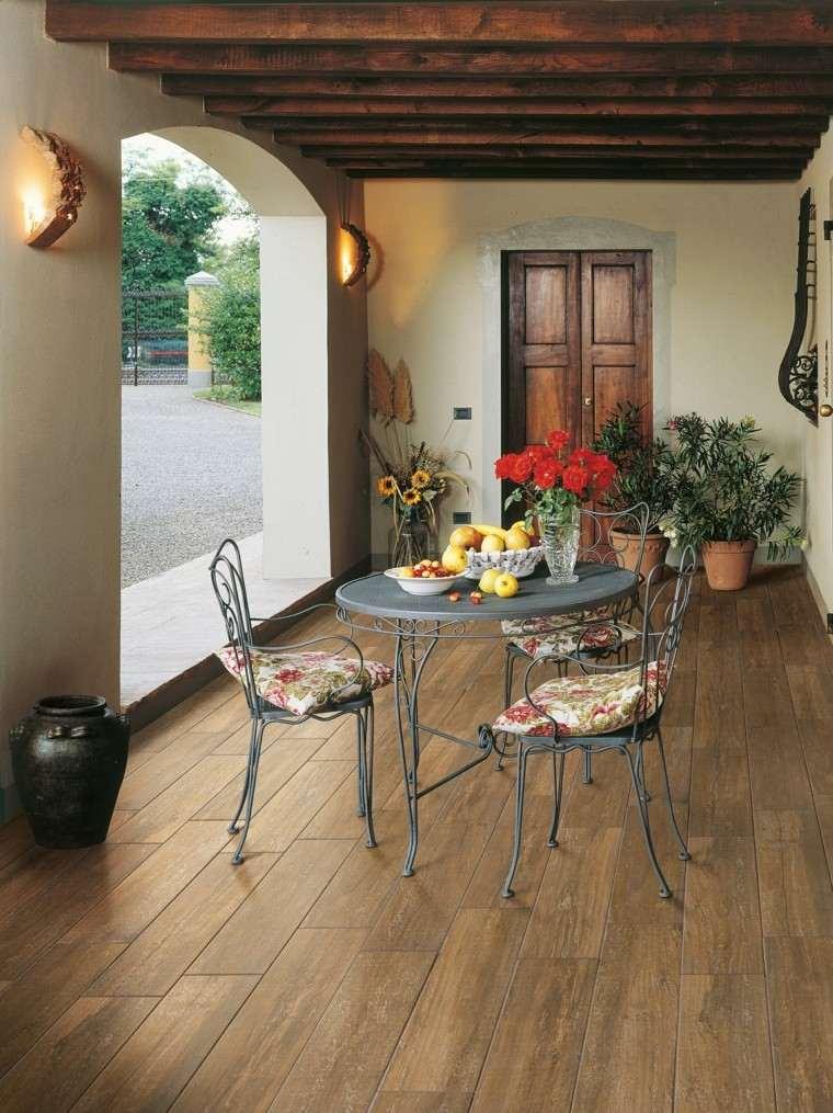Baldosas azulejos y losas que imitan madera muy originales for Suelos de ceramica para terrazas
